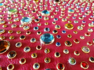 Lavorazioni Strass e Specchi griffati - Rhinestones and Mirrors Applications - Applications Strass et Miroirs avec griffes
