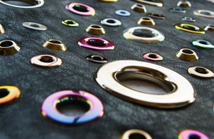 Lavorazioni Occhielli - Eyelets Applications - Applications Oeillets